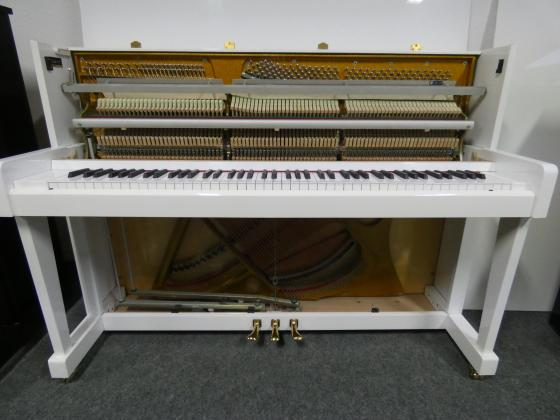 Klavier weiß glänzend Polyester von Klavierbaumeisterin in Aachen